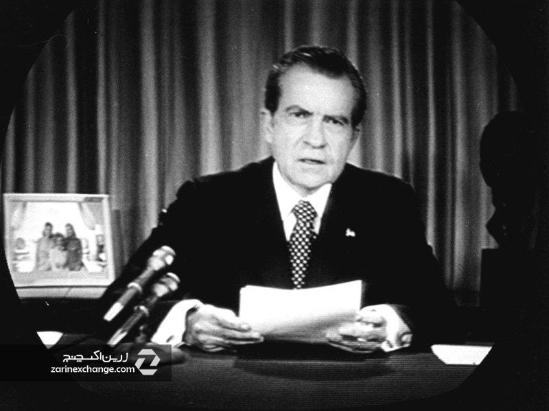 نیکسون، رئیس جمهور وقت آمریکا در حال اعلام پایان استاندارد طلا